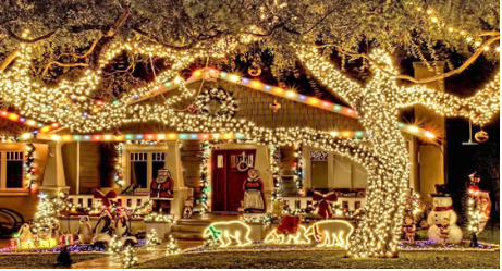 15 Incredible Houses Decorated for Christmas